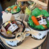 Ostergeschenkidee von AlbstadtLiebe: Honig und Emaillebecher