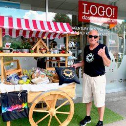 Ein treuer Fan mit AlbstadtLiebe-T-Shirt
