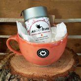 Kaminzauber mit Teetasse als Geschenk für die kalte Jahreszeit
