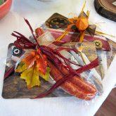 Lecker angerichtet: Vesperbrett mit Speck als Geschenkidee